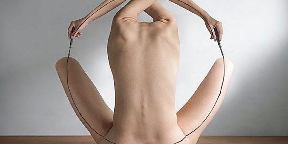 Contemporary Body Performance Artist @3cm_lin
